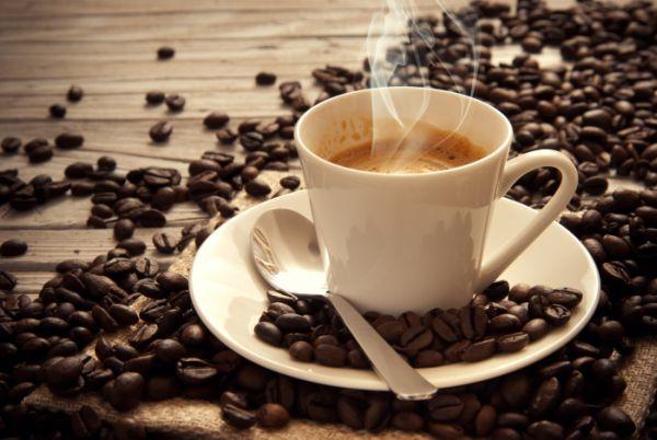 Caffè per tingere naturalmente i capelli