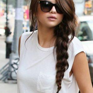 Treccia scompigliata Selena Gomez