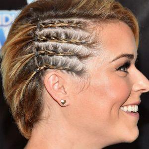 Acconciature capelli con treccine sulla testa