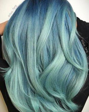 Capelli pastello azzurro