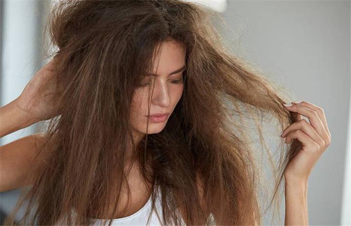 Come idratare i capelli