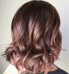 Riflessi rosa capelli castani