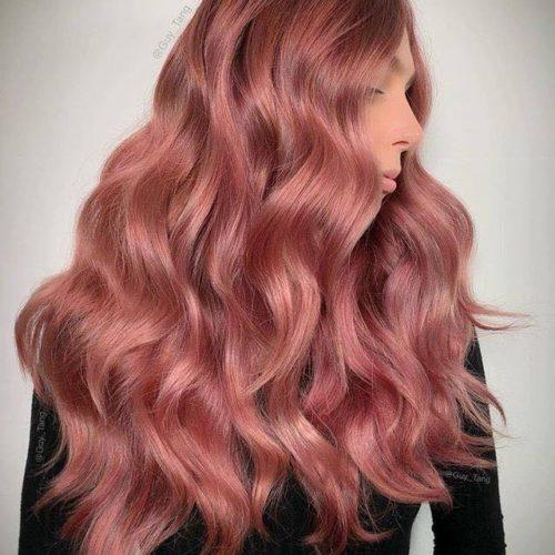 Modella Guy Tang capelli rosa