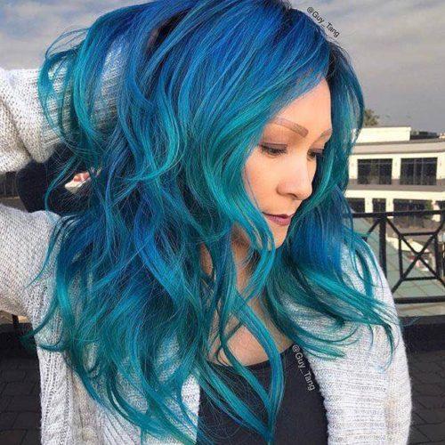 Modella Guy Tang capelli blu azzurri