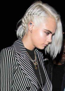 Cara Delevingne acconciatura capelli platino