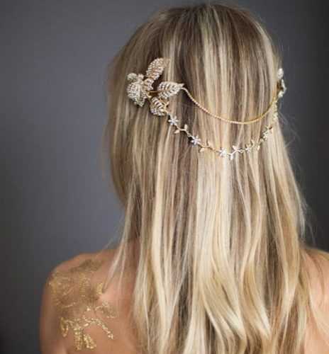 Acconciatura capelli sciolti lunghi