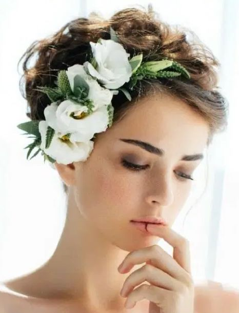 acconciatura sposa capelli corti mossi