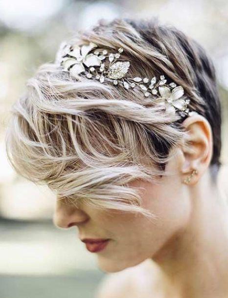sposa acconciatura capelli corti lisci
