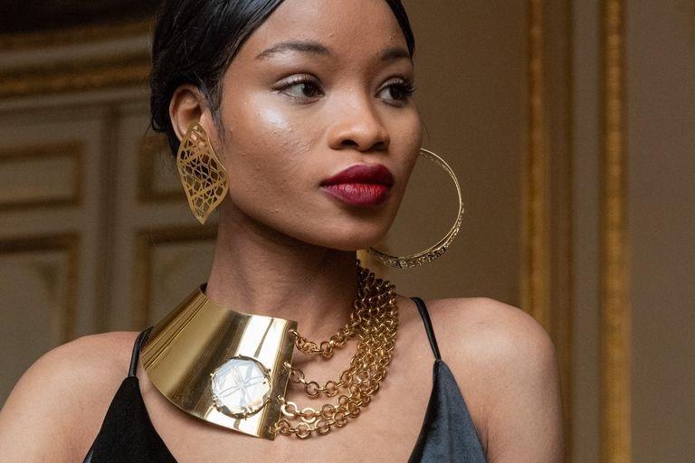 flying solo modella paris fashion week