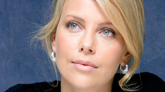 capelli charlize theron hairlook