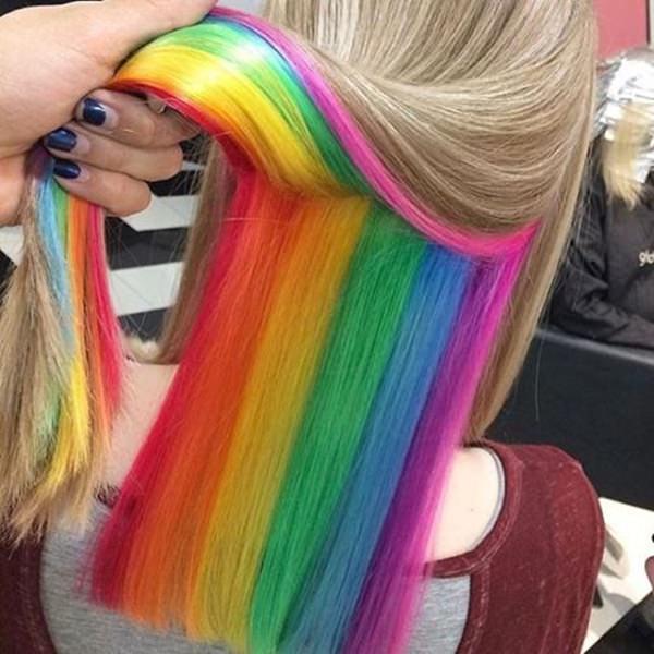 capelli arcobaleno come fedez