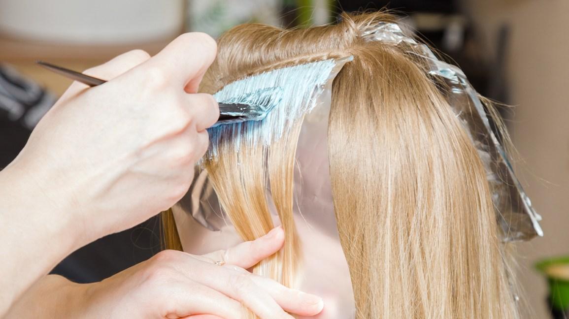 come decolorare i capelli senza danneggiarli