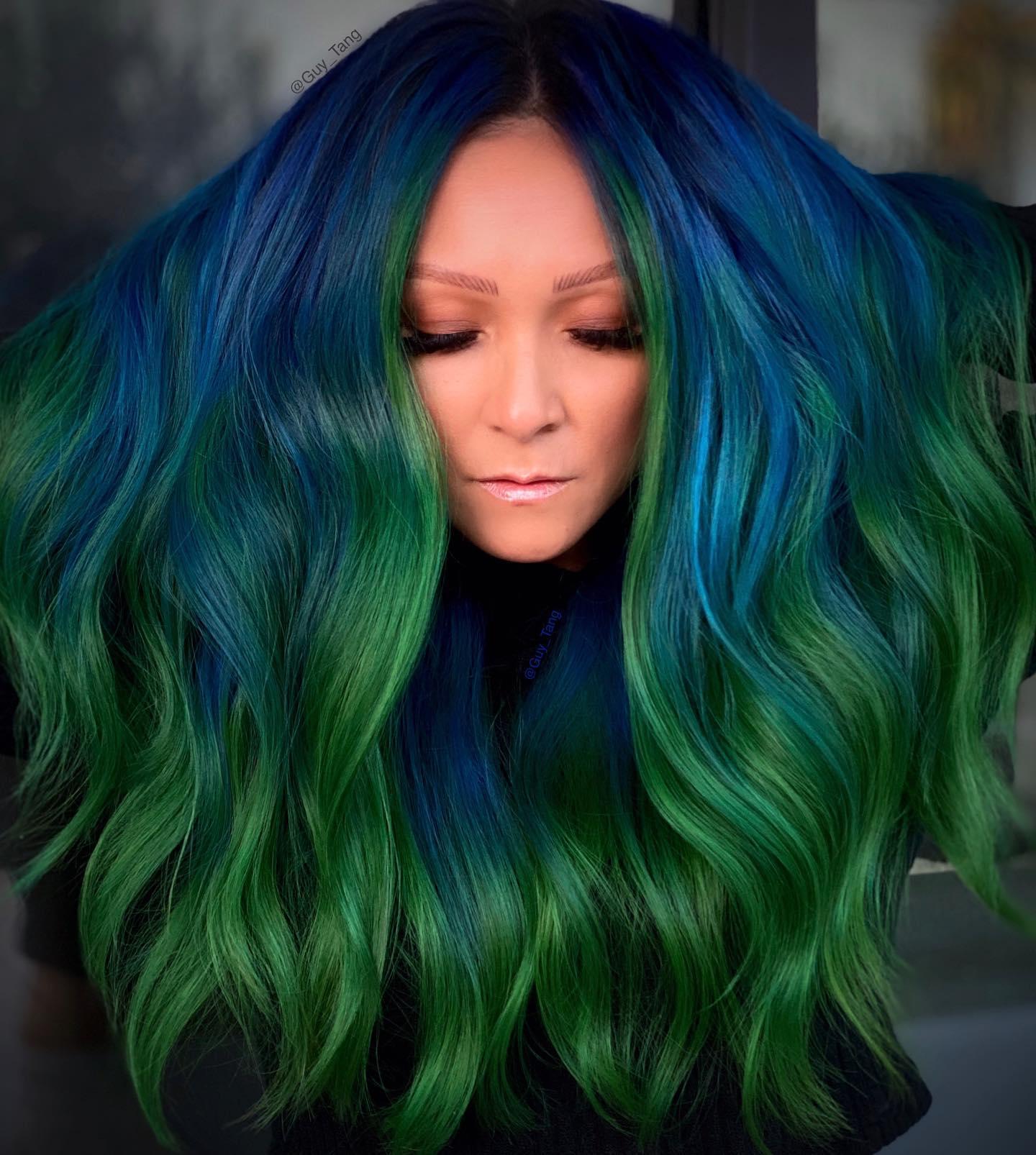 capelli colorati verdi e azzurri