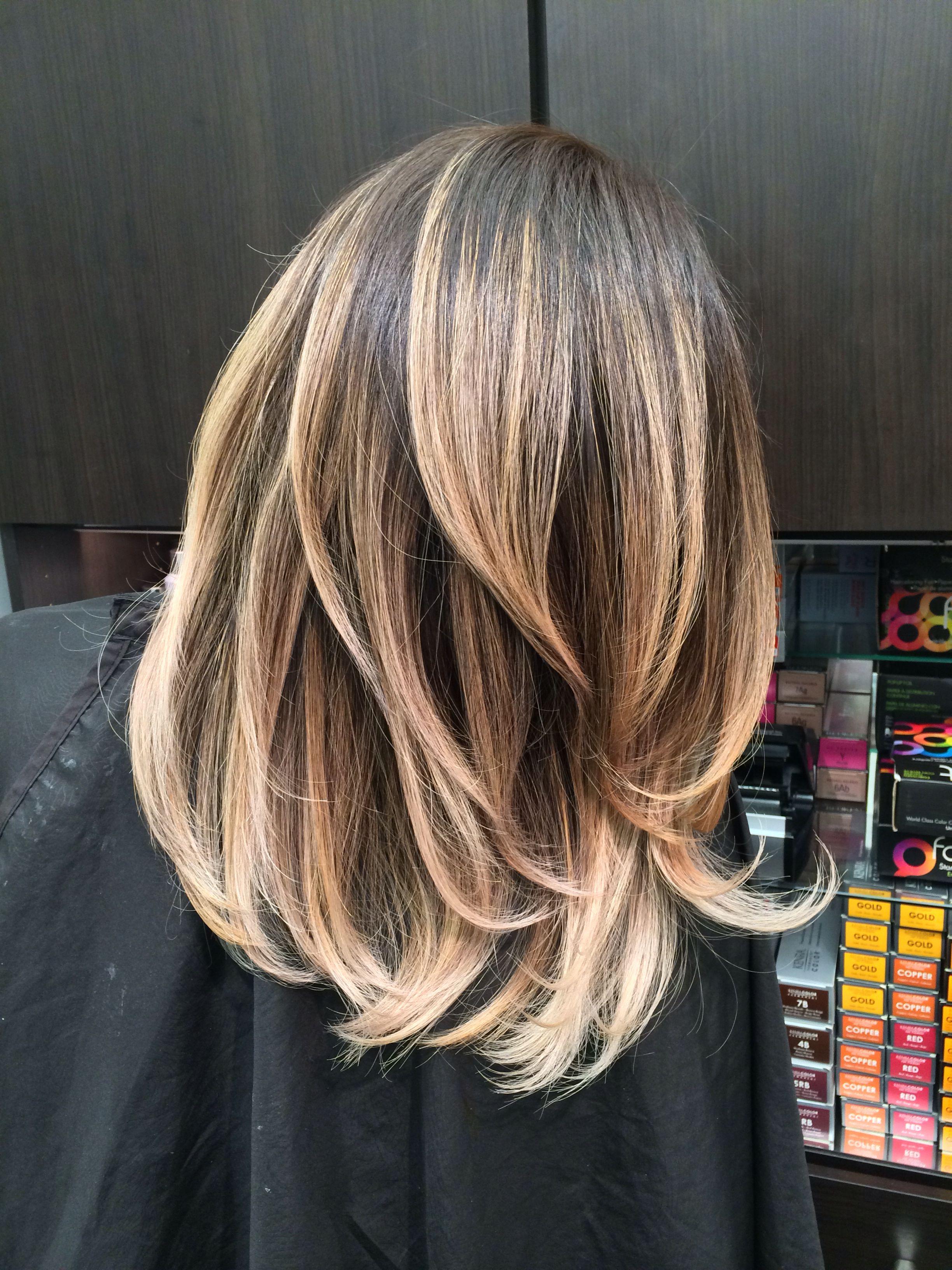 tagli capelli corti con balayage