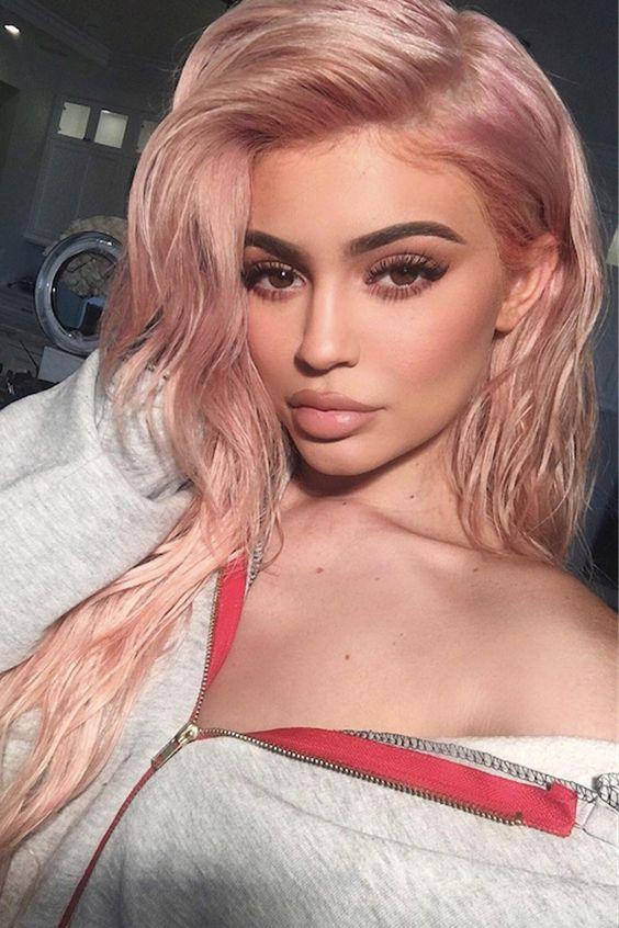 rose gold sui capelli biondi