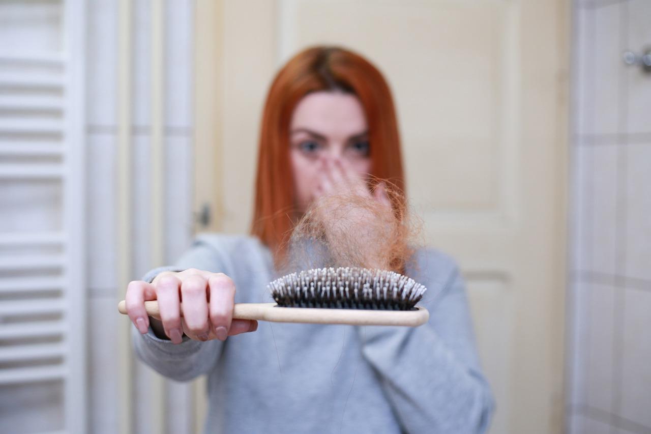come combattere la caduta dei capelli